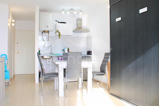 Furnished apartment with covered terrace on Empuriabrava