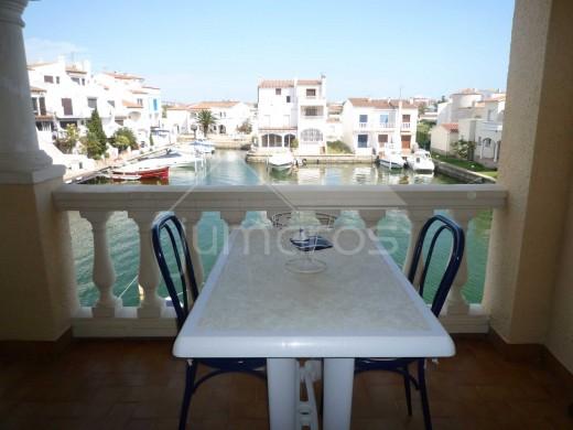 Appartement vue canal à Empuriabrava avec belle terrasse