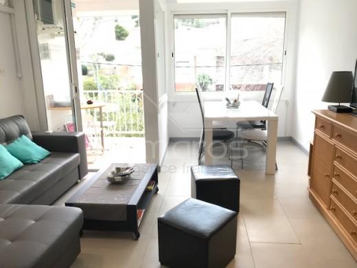 Superbe appartement entièrement rénové avec parking en sous sol proche centre et plage de Rosas