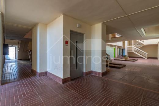 2 chambres, 64m2, terrasse et piscine