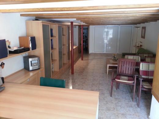 Maison entièrement rénovée à Colera.