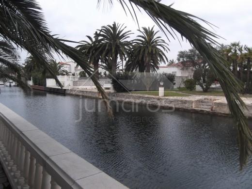 Villa sur canal à Empuriabrava