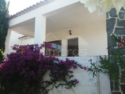 Maison dans un quartier résidentiel à quelques minutes de la plage et des commerces