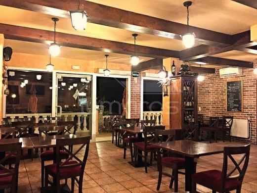 Joli restaurant avec appartement à Roses, mur et fond