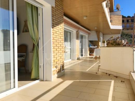Spectaculaire appartement avec piscine communautaire et garages