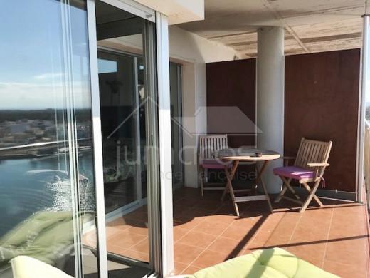 96m2, terrasse de 40m2, vues et parking
