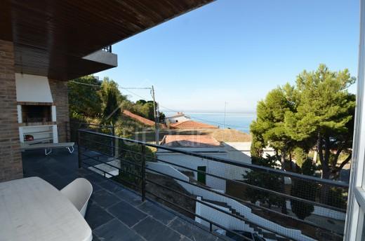 Bel appartement de 3 chambres avec grande terrasse vue mer et garage