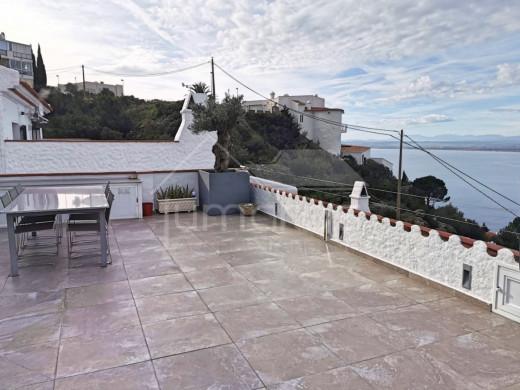 Casa moderna con espectaculares vista a la bahía de Roses