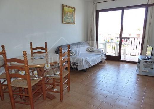 Appartement avec superbe vue sur le canal et les montagnes à vendre à Empuriabrava