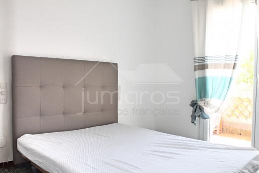 Apartamento de 2 habitaciones con amplia terraza a 5 minutos de la playa