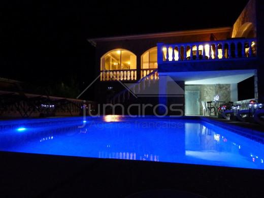 Offre unique ! Villa 6 chambres avec piscine vue mer et montagne à Can Isaac, proche Roses.