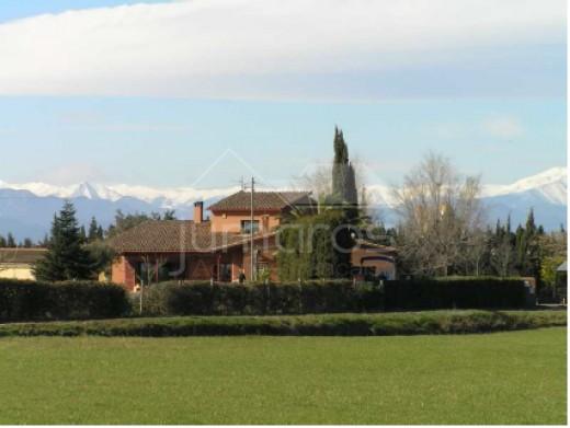 Belle propriété de 23 000m2 avec piscine et boxes pour chevaux