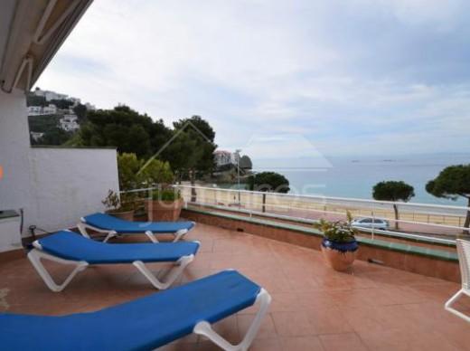 Appartement, en première ligne de Mer, devant la plage de Canyelles