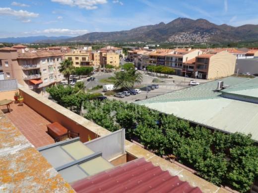 Appartement 3 chambres dans le centre de Roses à une minute du marché couvert, 300m de la plage.