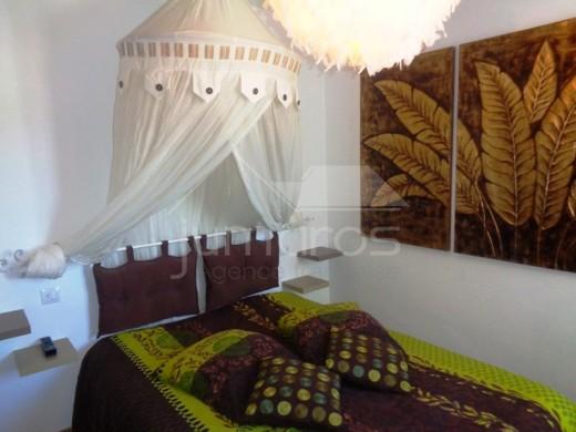 Magnifique appartement de 74m2 comprenant une terrasse de 10 m2 donnant sur une fantastique vue sur Canyelles et sa plage.