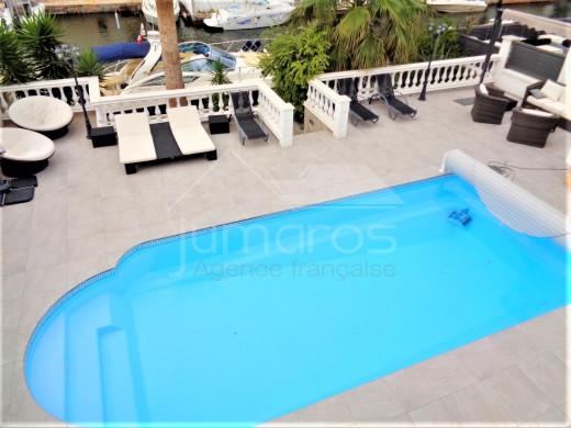 Maison au canal, 4 chambres, piscine, garage et parking