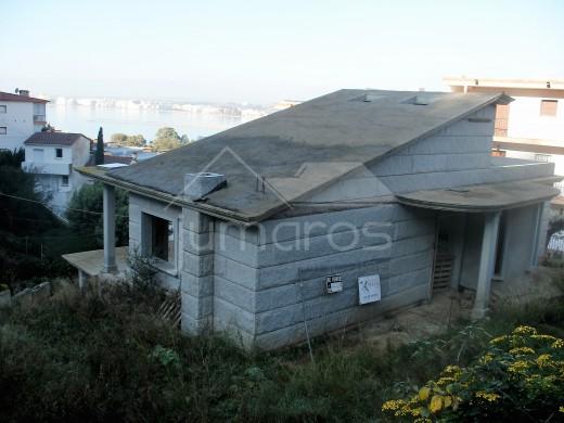 Magnifique maison à achever de construire (avec devis pour achever la construction) avec piscine et vues sur la mer