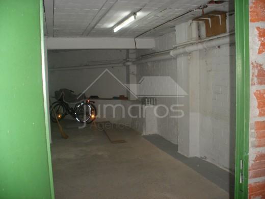 Garage à Roses avec partie débarras