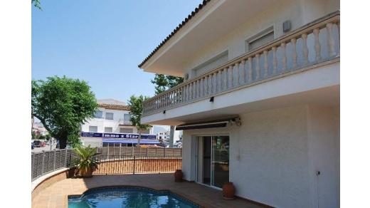 Empuriabrava: Grande maison d'angle en 2 appartements, avec piscine