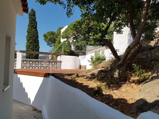 Maison moderne  rénovée avec magnifique vue sur la Baie de Roses