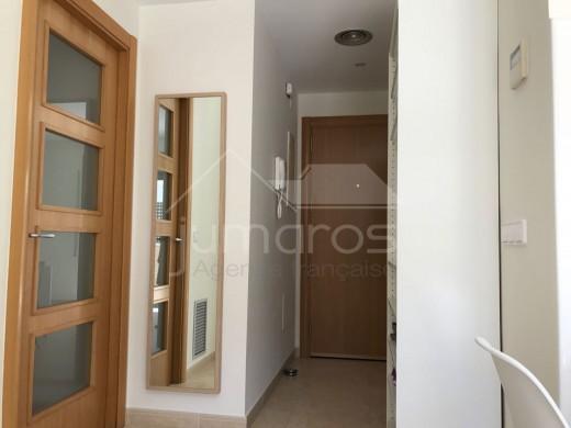 Superbe Appartement dans un complexe résidentiel situé dans une zone tranquille de Roses.