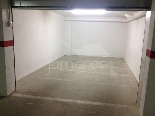 Garages en sous sol dans le centre de Roses