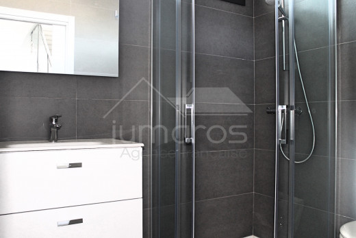 Maison neuve, 4 chambres, 4 salles de bains, piscine, amarre