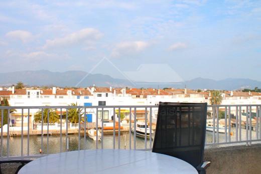 Rénové, vue canal, terrasse et amarre privée