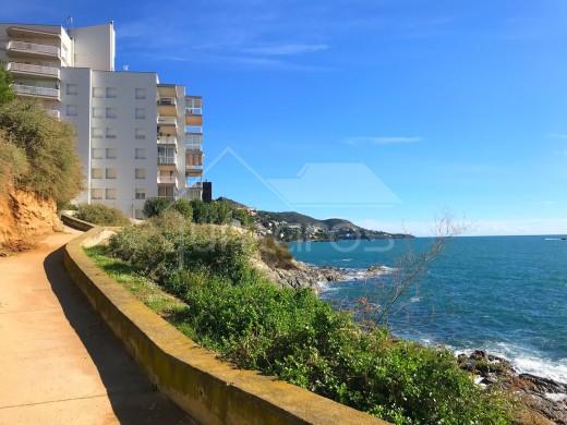 Appartement 1ère ligne de mer avec vues imprenables et parking