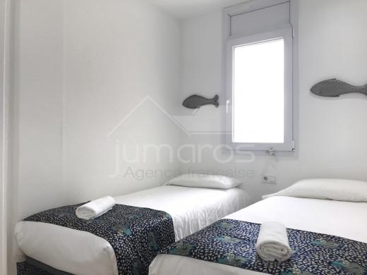 Rénové, 94m2 terrasse, 2 chambres, vue montagnes, piscine, parking