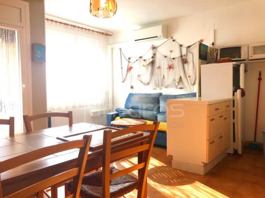 Appartement  vue canal  avec amarre