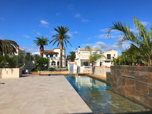 Superbe villa au canal, 3 chambres, amarre privée de 12m