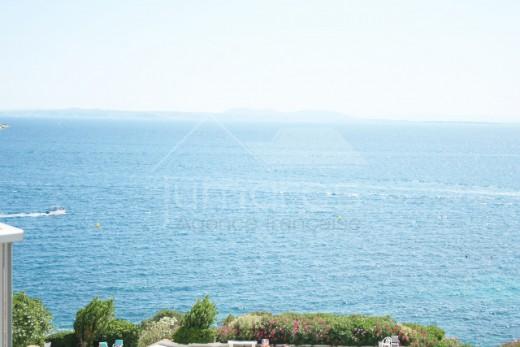 Studio tout équipé avec terrasse vue mer