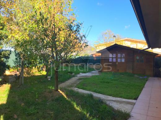 Maison avec grand jardin dans agréable quartier résidentiel de Roses