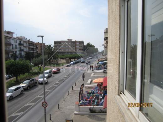 Grand appartement rénové avec terrasse et garage