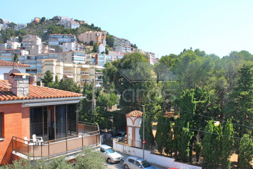 Renovated apartment with solarium and terrace near the beach