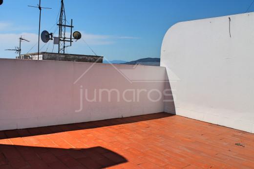 Apartamento renovado con solarium y terraza cerca de la playa