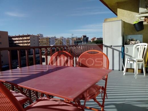 Bel appartement moderne avec terrasse et parking