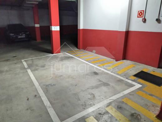 2 chambres, parking privé et piscine