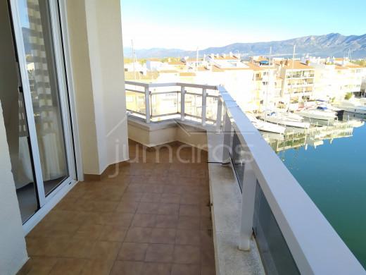 Appartement avec terrasse et vue mer et canal