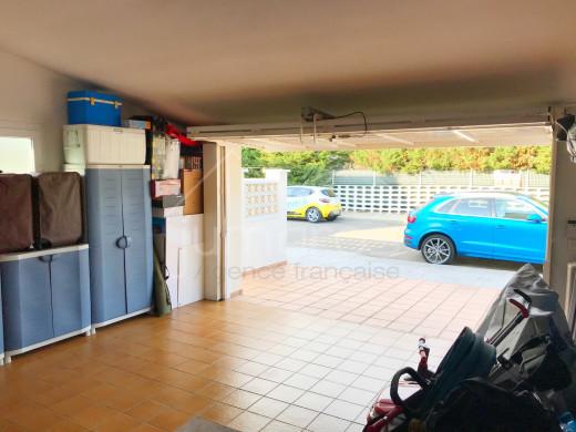 4 chambres, 240m2, piscine et garage privé