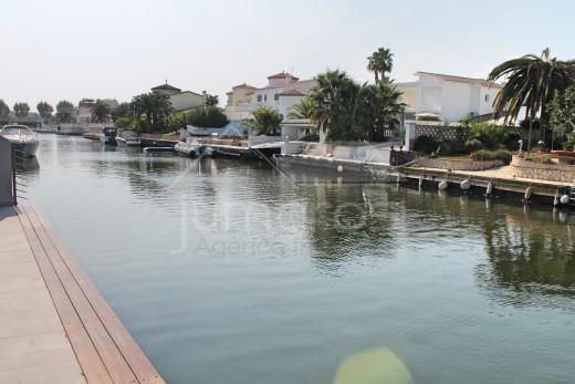 Villa au canal large avec amarre de 12m