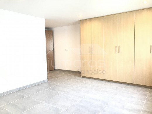 Maison entièrement rénové avec piscine, garage et 838m2 de terrain à Empuriabrava