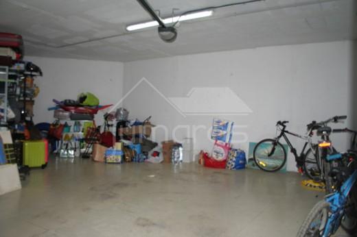 Garage privé en sous-sol proche dans le centre de Roses