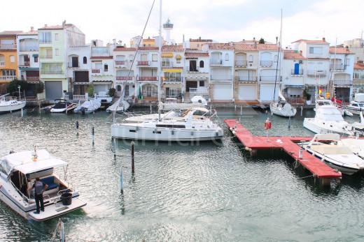 Appartement vue sur la marina à 200m de la plage