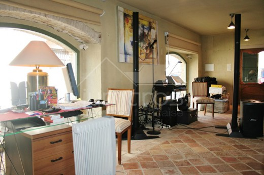 Belle maison rustique à finir dans le centre de Peralada