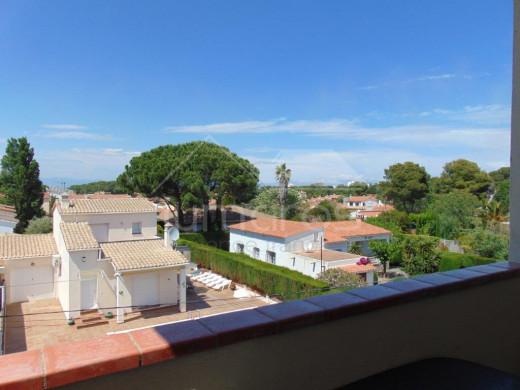 2 chambres, belle terrasse, parking communautaire