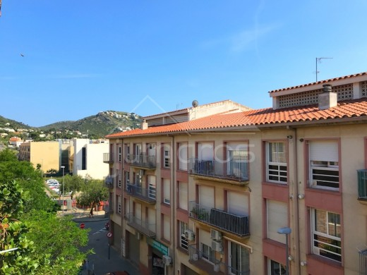 Bel appartement duplex dans le centre de roses avec piscine et parking