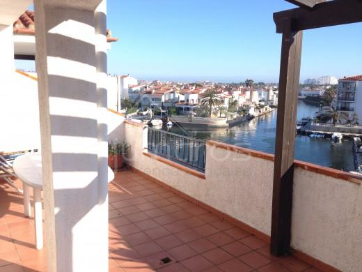 2 chambres 79m2, terrasse 25m2, parking