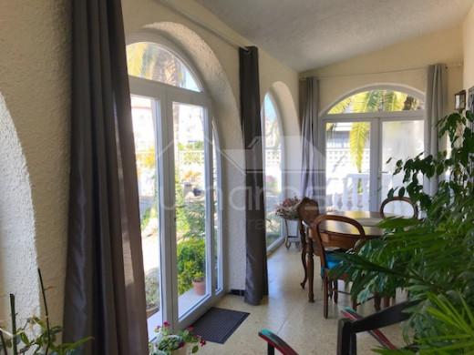 2 chambres, grand jardin, garage, parking et possibre piscine